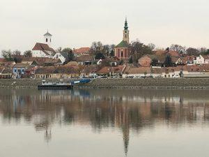 Rosinante étterem: Szentendre belváros látképe a Szentendrei-szigetről